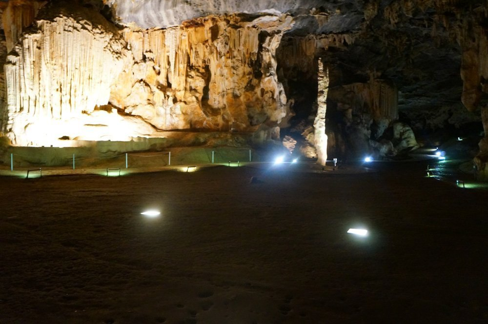 No matter the tour type, standard or adventure, both will let you admire the beauty of the caves.