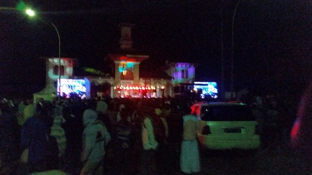 Concert and big Saturday party night in Antsirabe! Never have I seen so many perplexed locals after seeing us.